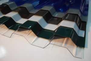 Крыша из поликарбоната для дома: достоинства и монтаж